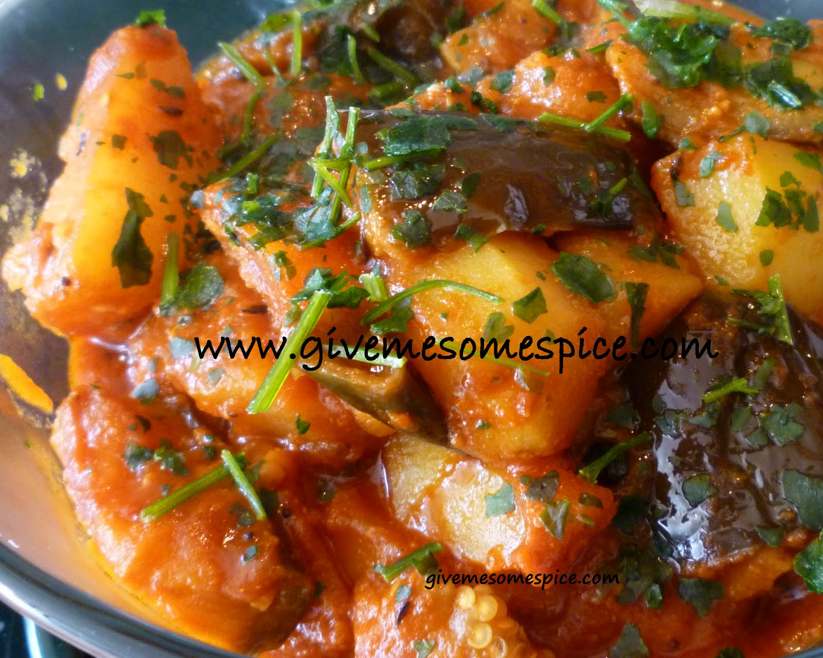 Potatoes and aubergine eggplant curry ringna bateta for Aubergine cuisine