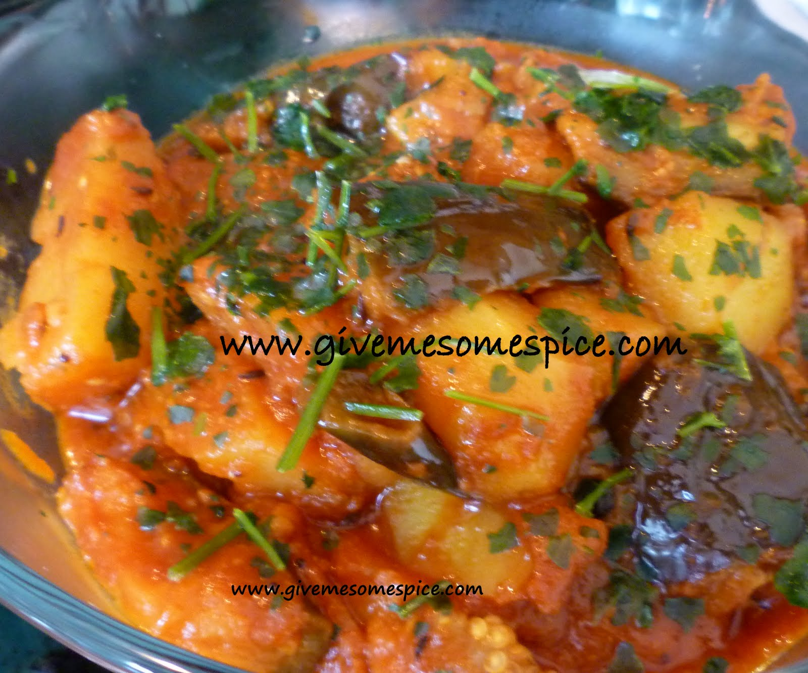 Potatoes And Aubergine ( Eggplant ) Curry (ringna Bateta Nu Shak)